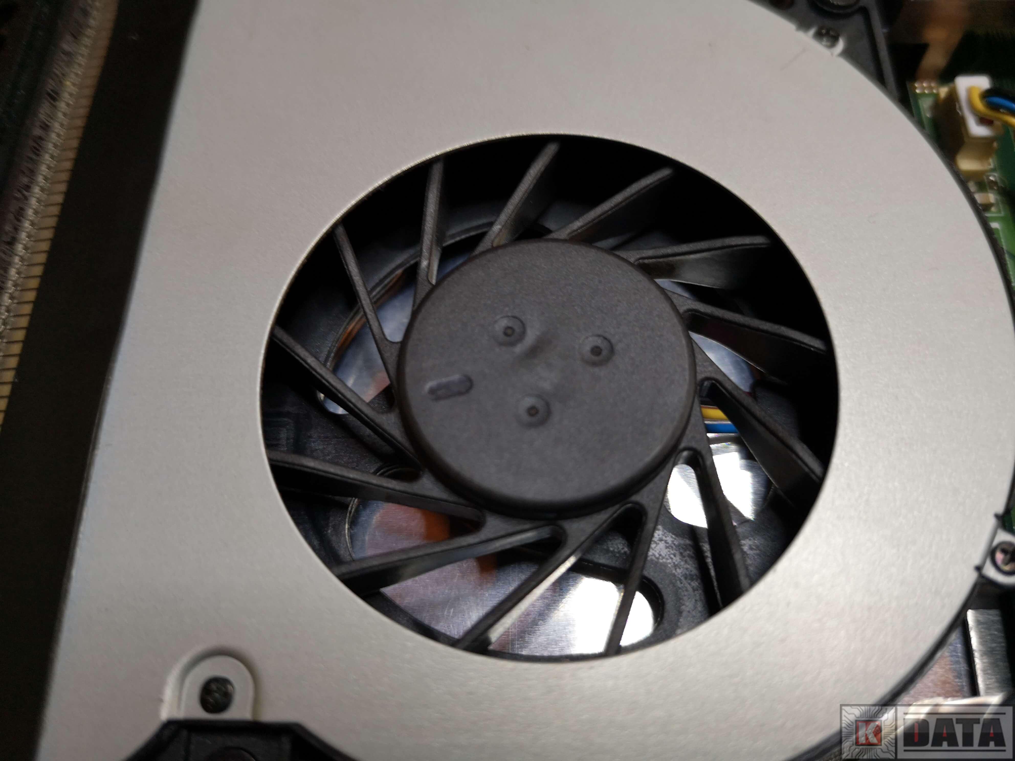 ASUS K52JC wentylator wyczyszczony zbliżenie