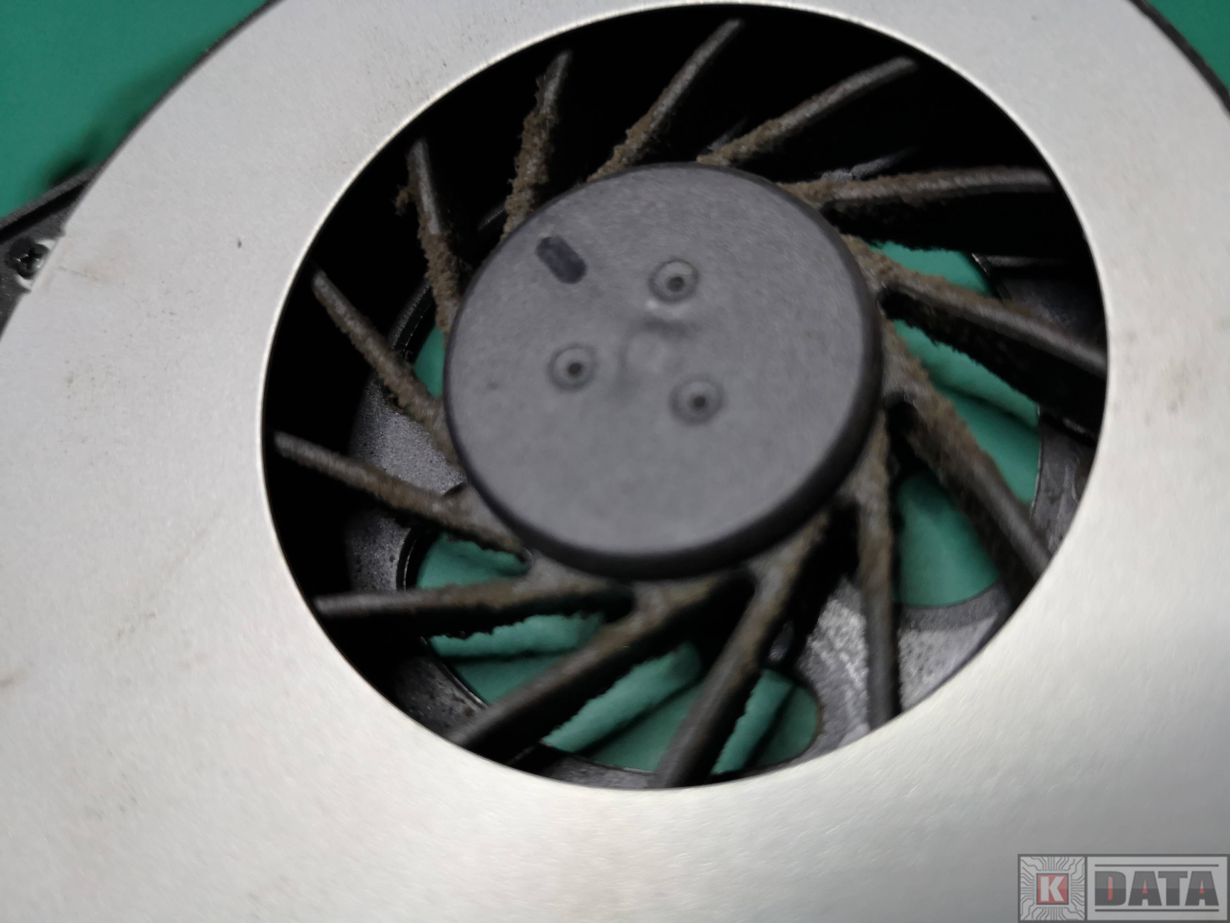 ASUS K52JC zabrudzony wentylator zbliżenie