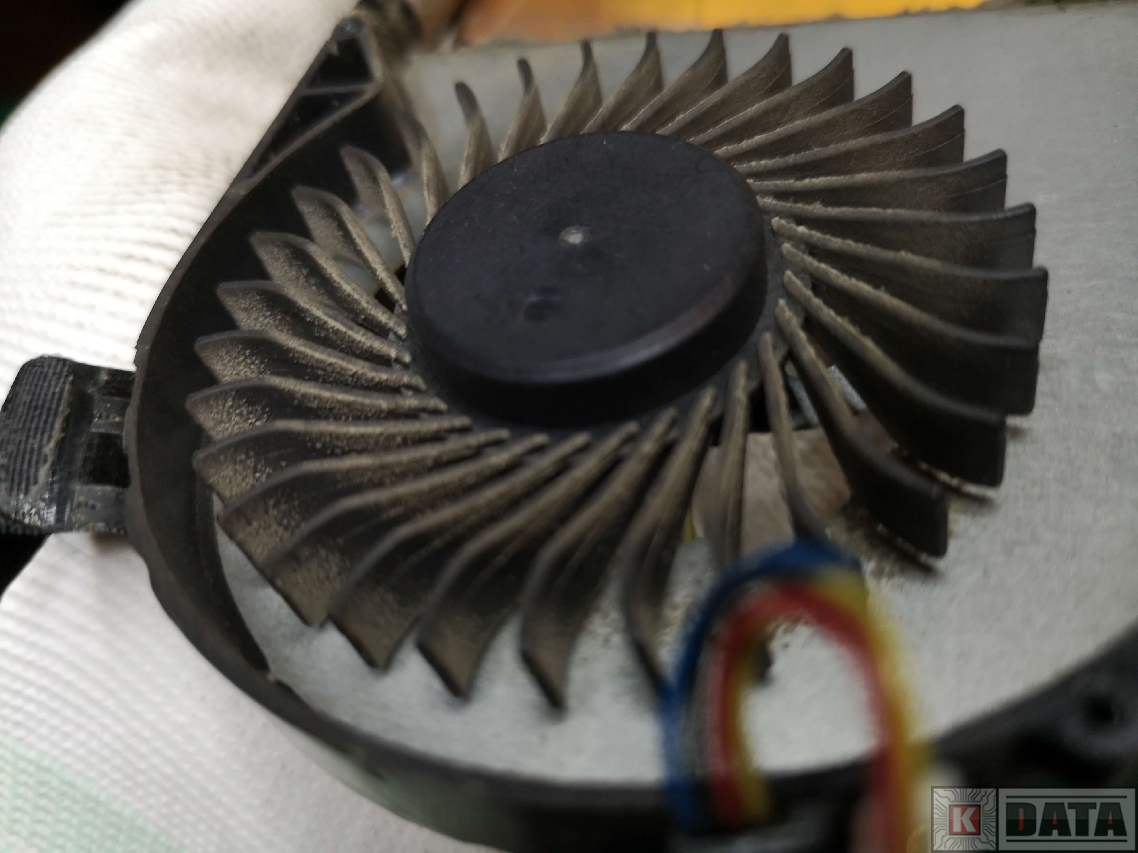 Lenovo IdeaPad Z570 brudny wentylator