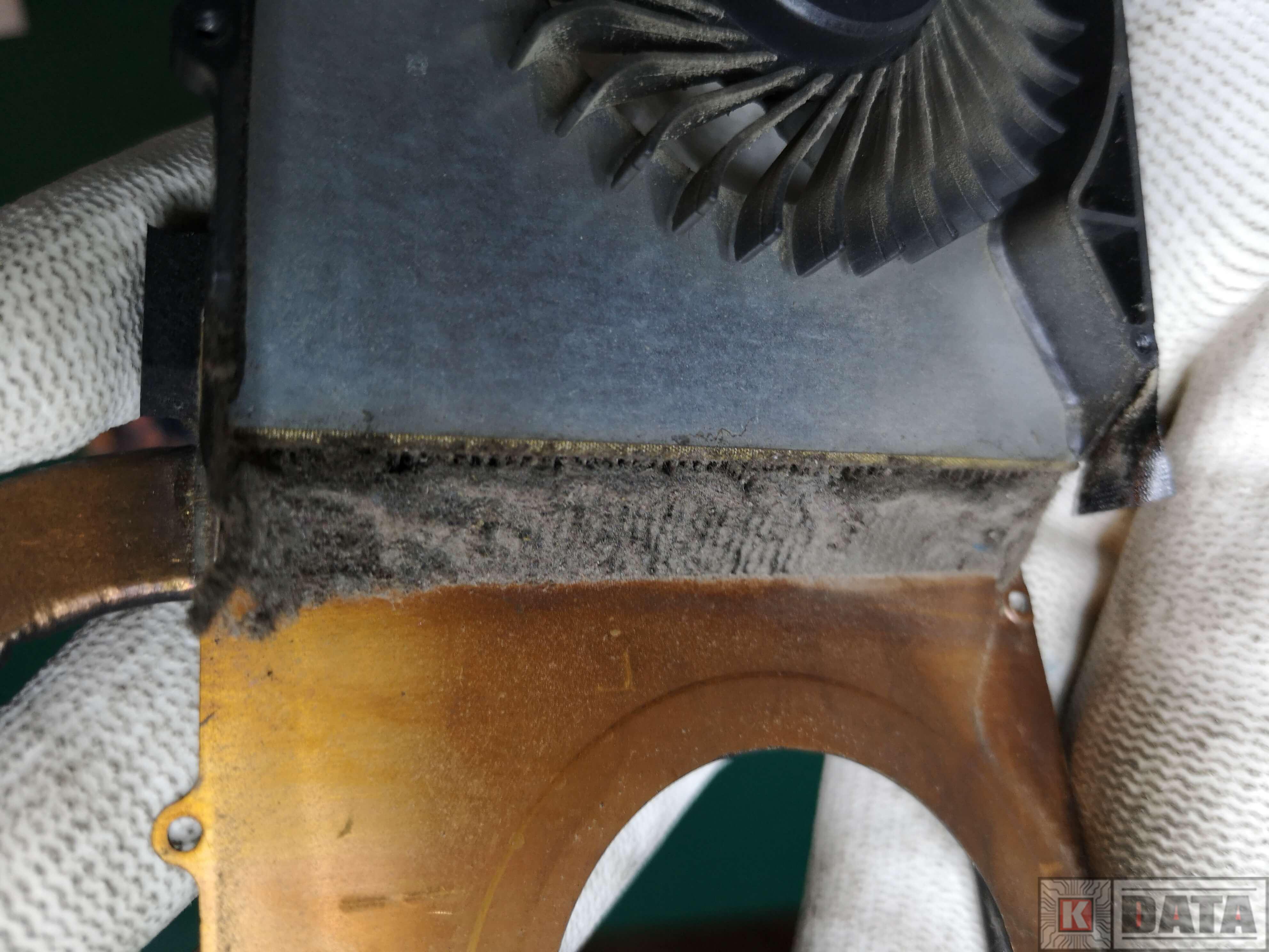 Lenovo IdeaPad Z570 brudny radiator